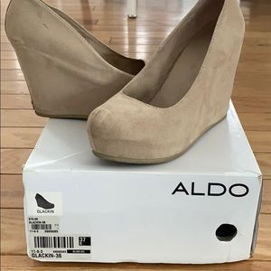 Aldo wedges. Suede